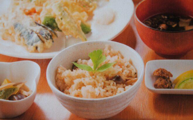 新潟地鶏「虎千代鶏」炊き込みご飯の写真