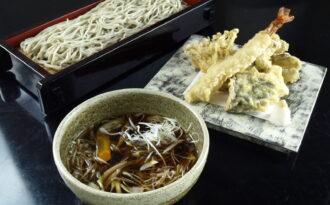 「秋茸と海老の天麩羅温つけ蕎麦」の写真